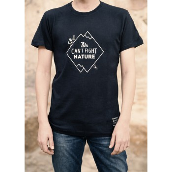 Camiseta 'We can't fight nature'